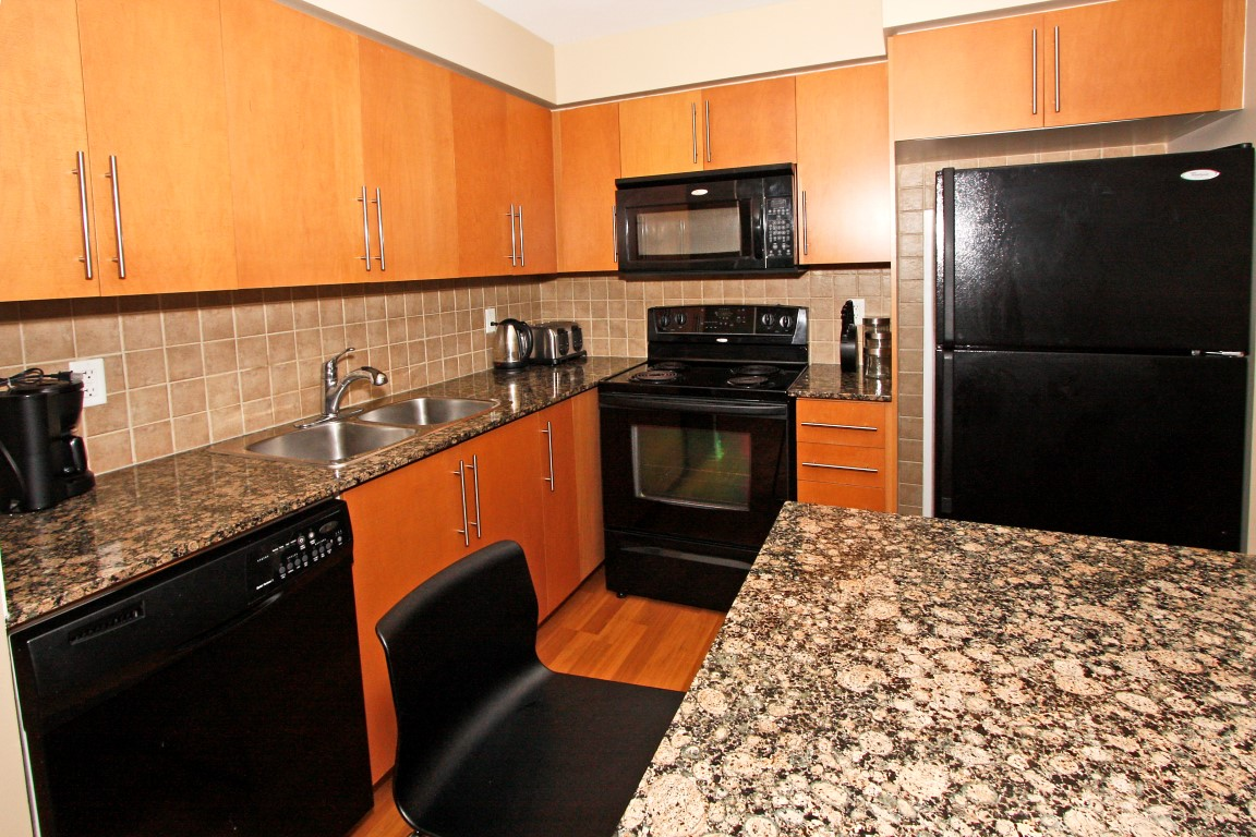 Kitchen view platinum suites for The perfect kitchen mississauga