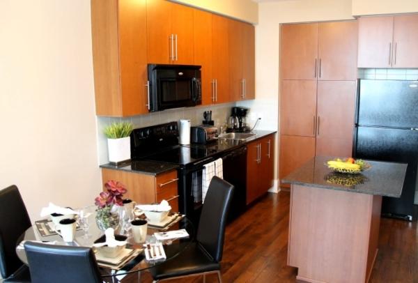 Kitchen - Platinum Suites - Furnished Apartments Mississauga